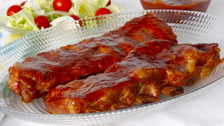 Ребра с доматен сос на фурна