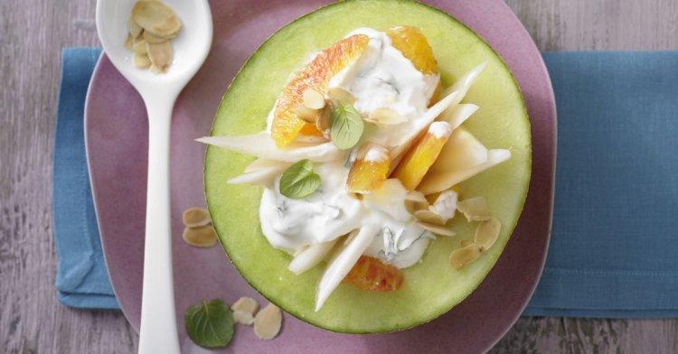 Пълнен пъпеш с плодове и сладолед